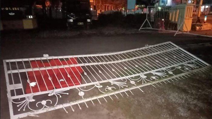 BREAKING NEWS: Mapolres OKI Diserang OTK, Pagar Dirusak Hingga Satu Personel Alami Luka Tusuk
