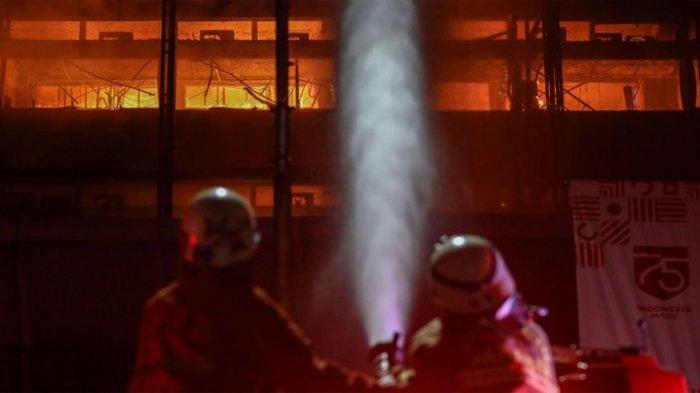 Cerita Petugas Damkar Berupaya Sekuat Tenaga Atasi Kebakaran di Kejaksaan Kejagung